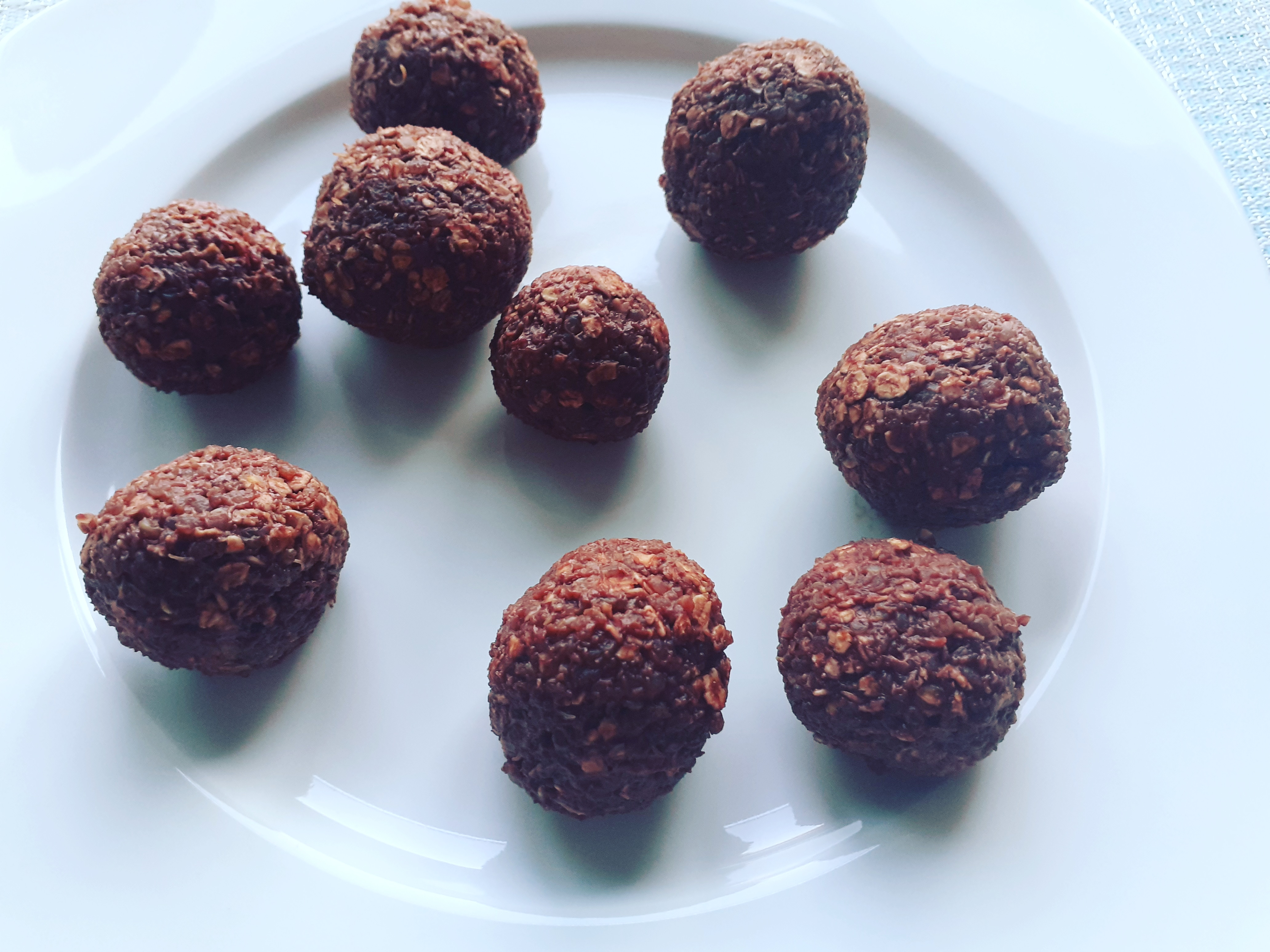 Vegan Candies with Rolled Oats and Almonds