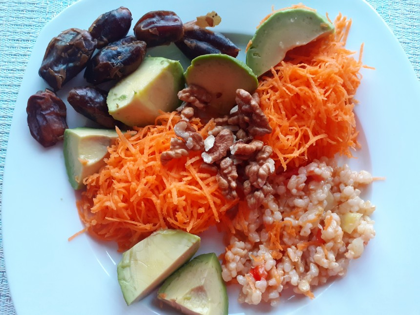 Easy Snack with Brown Rice and Dates