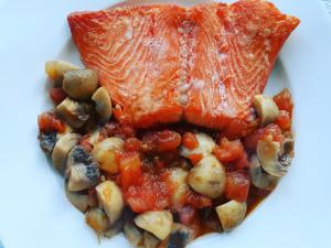 Grilled Salmon with Mushrooms and Tomato Sauce
